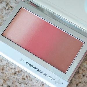 IT COSMETICS Confidence in Your Glow in WARM